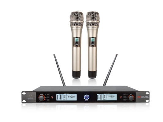China Wireless Microphone Karaoke System All- Metal Plating Tube With Solid SR-930D supplier